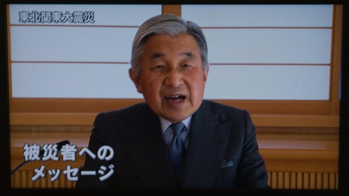 tv ansprache japanischer kaiser ist tief besorgt. Black Bedroom Furniture Sets. Home Design Ideas