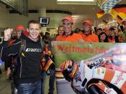 Motorrad: Zahling trägt Weltmeister Stefan Bradl auf Händen