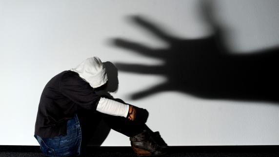 Zuhause überfallen : Männer vergewaltigen 13-Jährige