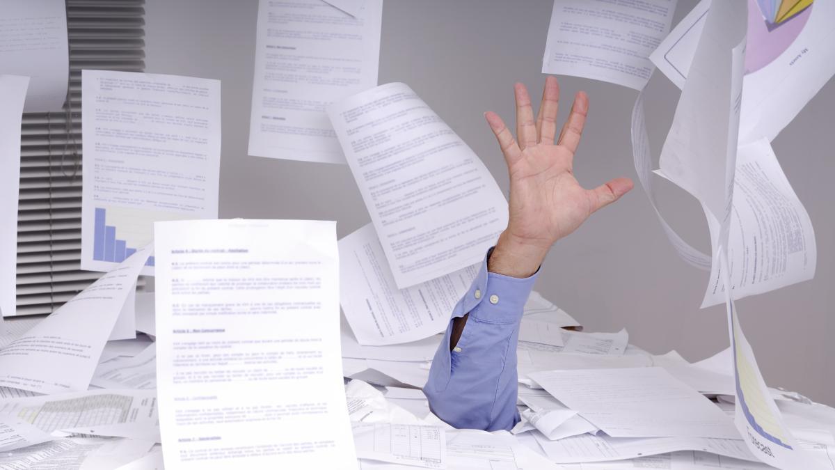 Chaotischer schreibtisch  Beruf: Wenn Chaos herrscht: Tipps für die Karriere - Wirtschaft ...