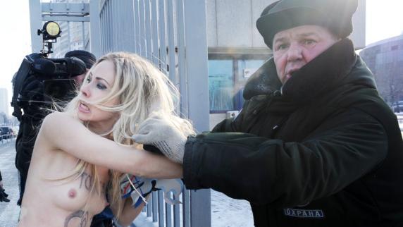 Nackter Nachrichten Russland Streifen Fernsehen