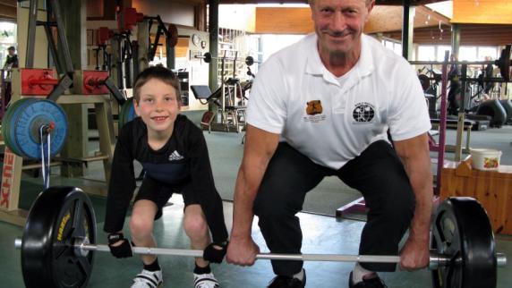 - Gewichtheben-Kraftsport-Juengster-bayerischer-Gewichtheber-Alexander-Haefele