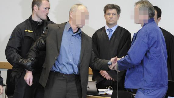 Prozess-Auftakt: Prozess um Polizistenmord beginnt mit einem Eklat