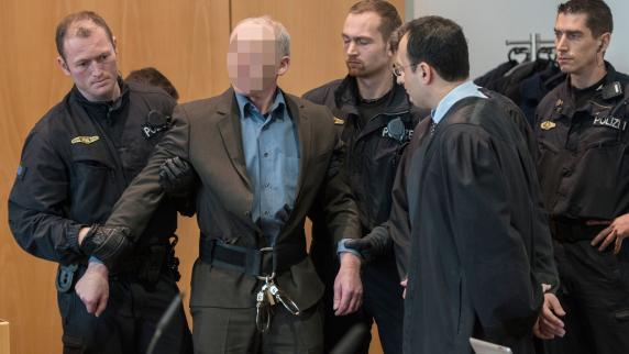 Polizistenmord: Neun Richter abgelehnt: Raimund M. stemmt sich gegen Prozess-Beg