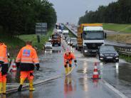 Bildergalerie: Unwetter in der Region: A8 überflutet und vollgelaufene Keller