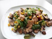 Vegan und lecker: Power-Salat mit warmen...: Vegan und lecker: Power-Salat mit warmen Pilzen