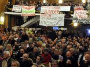 Live aus Donauwörth: Mit Trompeten und Trillerpfeifen gegen geplante Stromtrasse