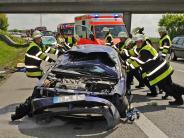 München: A99: 19-Jährige überschlägt sich mit ihrem Auto