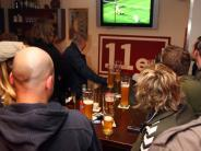 FC Augsburg: Sport1 sendet am Freitagabend live aus Augsburger Fußball-Kneipe