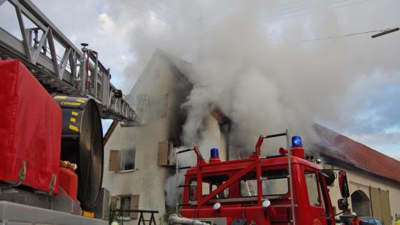 Kreis Günzburg: Mutter und zwei Kinder bei Feuer lebensgefährlich verletzt