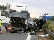 Unfälle in Bayern: Vier Menschen sterben - Gepäckstück brachte Motorradfahrer auf A96 Tod