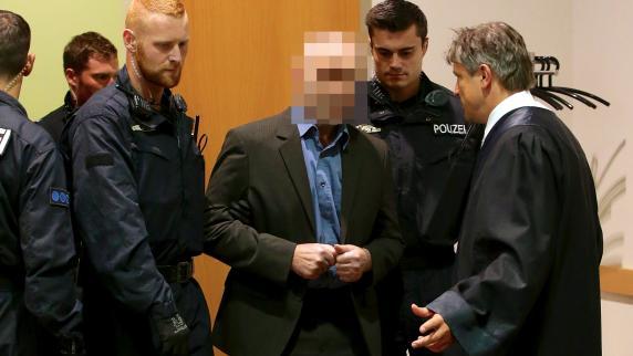 Polizistenmord-Prozess: Raimund M. bekommt eine Matratze in der Arrestzelle