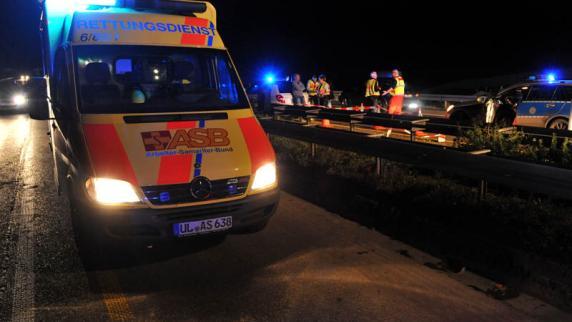Familiendrama an A8: Tochter tot, Sohn verletzt: Mutter irrt blutverschmiert über die A8