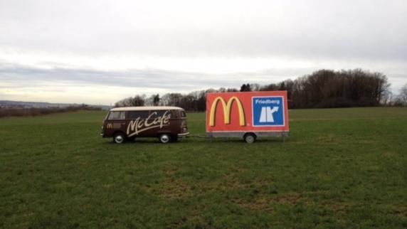 """Augsburg: """"Sicherheitsrisiko"""": Mc Donald's darf nicht mit Bus an A8-Ausfahrt werben"""