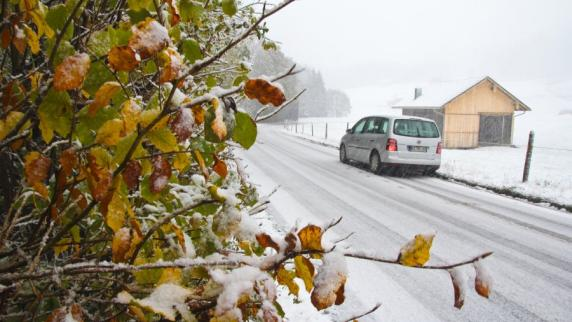 Wetter: Weiter Schnee in den Bergen, Dauerregen am Alpenrand