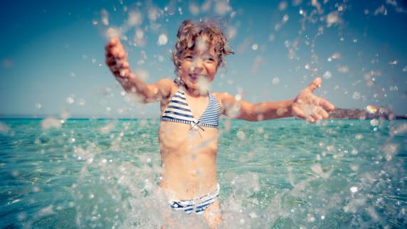 Bus & Bahn: Meer Spaß für weniger Geld: Preiswerter Badeurlaub mit dem Reisebus