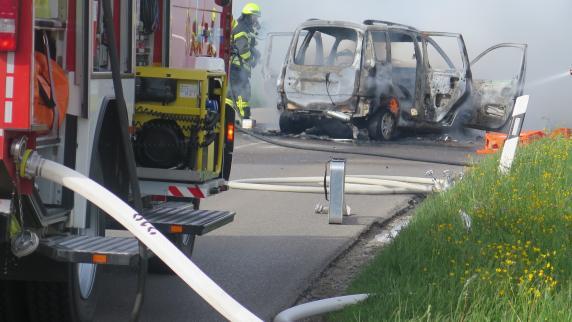 lokales region frau brennendem auto gerettet