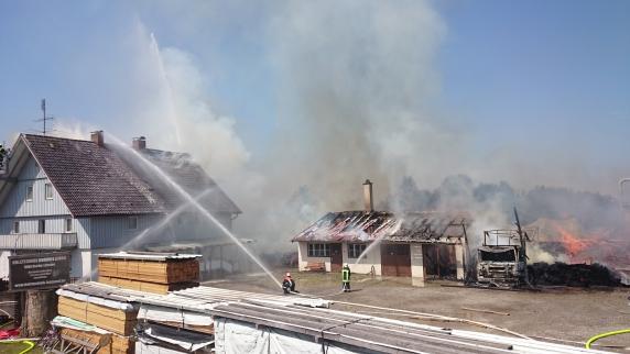 Unterallgäu: Großbrand zerstört Sägewerk und verursacht einen Millionenschaden