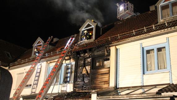 Kempten: Feuerwehr rettet in der Nacht Bewohner aus brennendem Haus