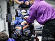Crash-Test: ADAC warnt: Kinder nicht in Winterjacken anschnallen