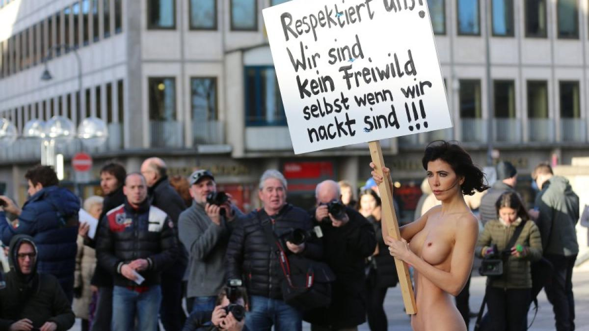 panorama milo moir protestiert nackt koelner