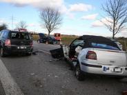 Königsbrunn: Auto rast in Stauende: Mehrere Menschen bei Unfall auf B17 verletzt