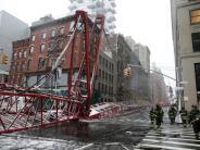 New York: Kran umgestürzt: Ein Toter in New York