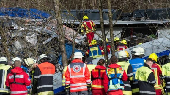 Zugunglück: Zugunglück von Bad Aibling: Wie Retter mit dem Einsatz fertig werden