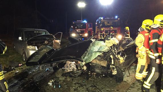 Unterallgäu: Missglücktes Überholmanöver: Sechs Menschen bei Unfall verletzt