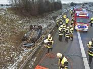 München: Auto überschlägt sich auf A99 - Fahrer schwer verletzt