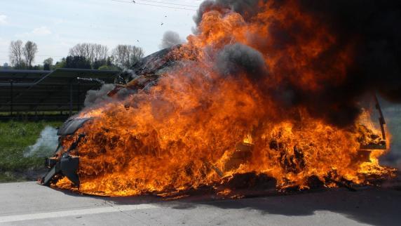 Kreis Aichach-Friedberg: Lastwagen brennt aus: A8 Richtung München war zeitweise gesperrt