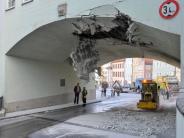 Landsberg: 50.000 Euro Schaden: Mülllaster reißt Torbogen zum Hauptplatz auf