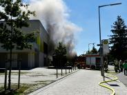 München: Fünf Verletzte: Schüler mit Rauchvergiftung, Feuerwehrmänner kippen um
