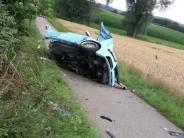 Kreis Augsburg: 22-Jähriger prallt mit Auto frontal gegen Baum und stirbt