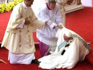 Papst Franziskus: Papst stürzt bei Messe im Wallfahrtsort