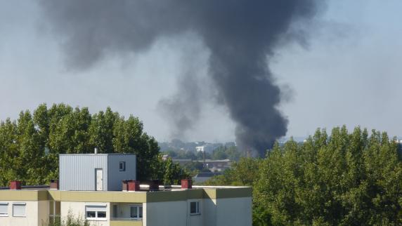 Augsburg: Brand im Textilviertel - große Rauchwolke über der Stadt
