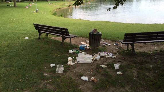 Sommer: An den Badeseen in der Region bleibt viel Müll zurück