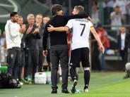 Nationalmannschaft: Emotionaler Abschied in Bildern: Schweinsteigers letzter Auftritt