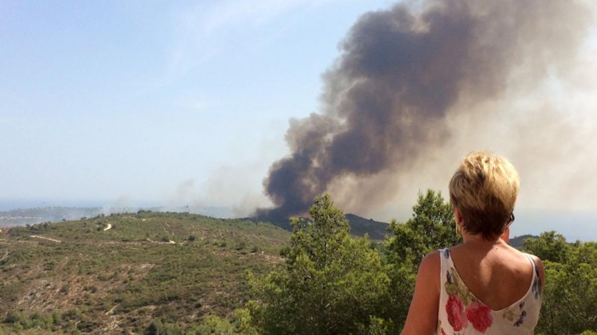 Costa Blanca: Waldbrand in Spanien: Stadt und Touristenanlage ...
