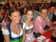Bildergalerie: Allgäu Power in Krumbach: Party-Power in Dirndl und Lederhosen