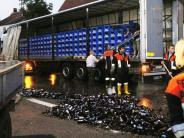 Oettingen: Lkw verliert in Kurve 450 Kisten Bier