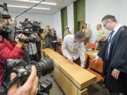 Prozess in München: Vor Pariser Anschlägen gestoppt: Waffenkurier legt Geständnis ab