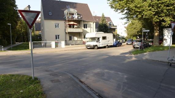 Augsburg: Fahrer übersieht Kind: Zweijähriger stirbt bei Unfall in Pfersee