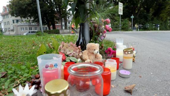 Unglück: Zweijähriger stirbt in Augsburg: Ein Unfall, der fassungslos macht