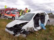 Königsbrunn: 55-Jährige rammt auf B17 zwei Autos und wird schwer verletzt