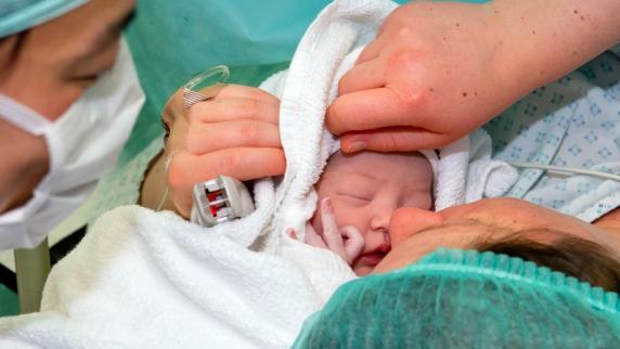 Geburt: Warum in Augsburg so viele Kinder per Kaiserschnitt geboren werden