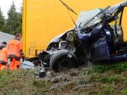 Burgau/Zusmarshausen: 76-Jähriger bei Unfall im Rückstau auf A8 lebensgefährlich verletzt