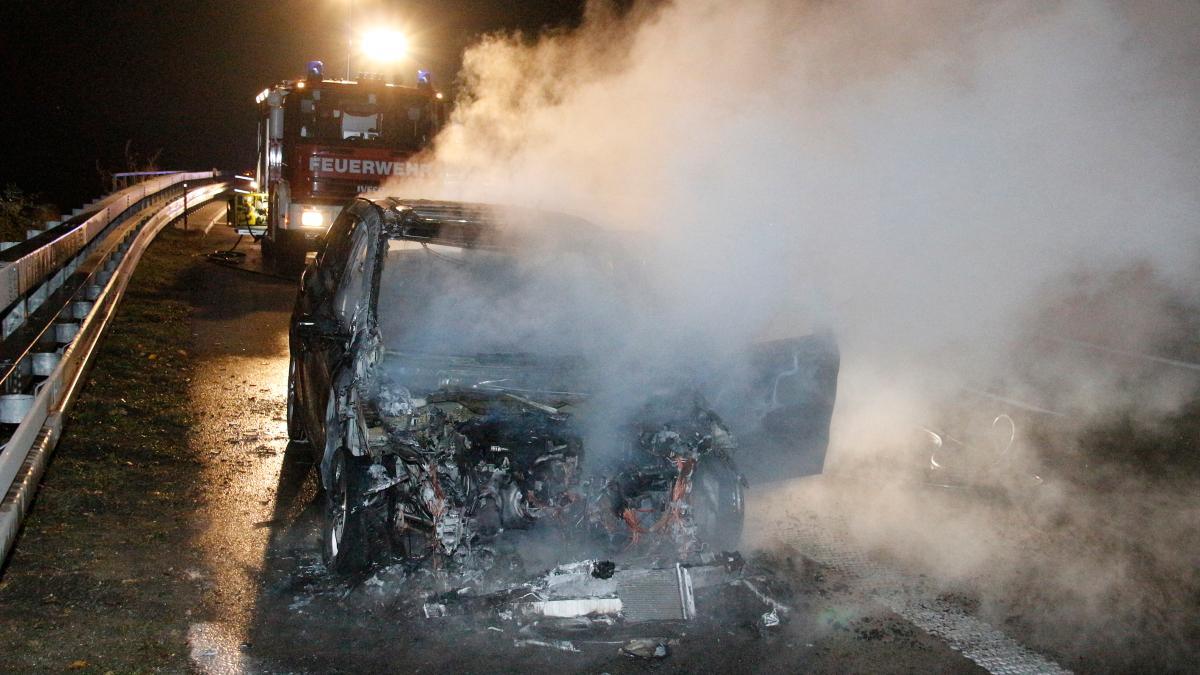 kreis neu ulm auto brennt auf der a7 aus nachrichten. Black Bedroom Furniture Sets. Home Design Ideas