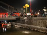 Hamburg: Auto mit vier Insassen stürzt in Elbe - Ein Toter