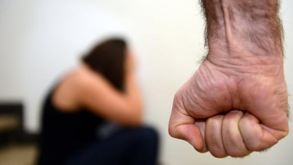 Kreis Augsburg: Mitarbeiterin wie Sklavin gehalten: Metzgerei-Chefin muss ins Gefängnis